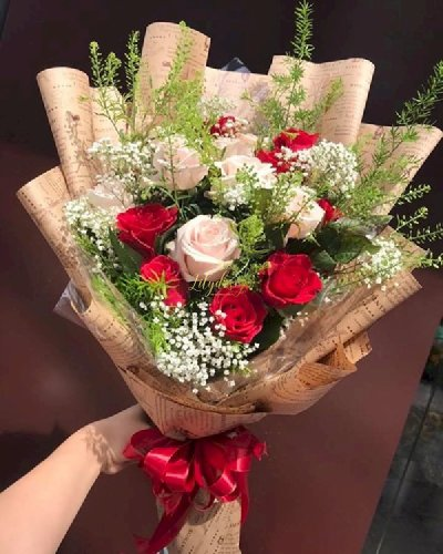 Bó hoa hồng đỏ mix hoa hồng kem - LDNK141