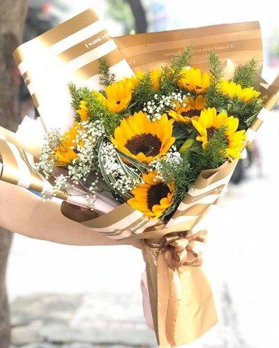 Bó hoa hướng dương chúc mừng tốt nghiệp đại học - LDNK133