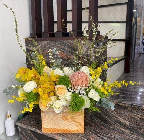 Hộp hoa chúc mừng ngày mới tươi đẹp - LDNK74