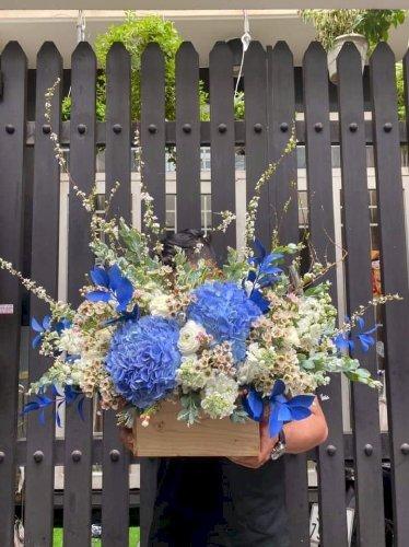 Hộp hoa chúc mừng sinh nhật phối màu trắng xanh dương - LDNK64