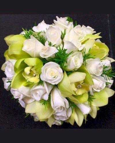 Bó hoa cưới màu trắng xanh lá phối hợp - LDNK227