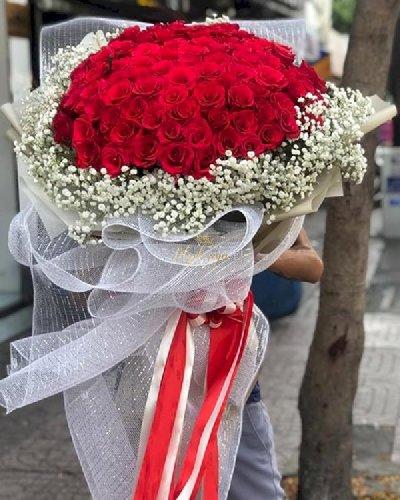 Bó hoa hồng đỏ mix baby trắng - LDNK124