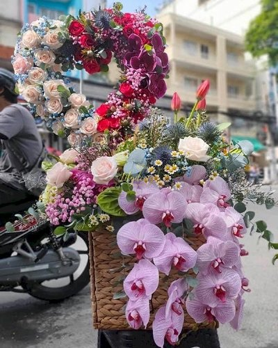Giỏ hoa hình trái tim chúc mừng đám cưới - LDNK183