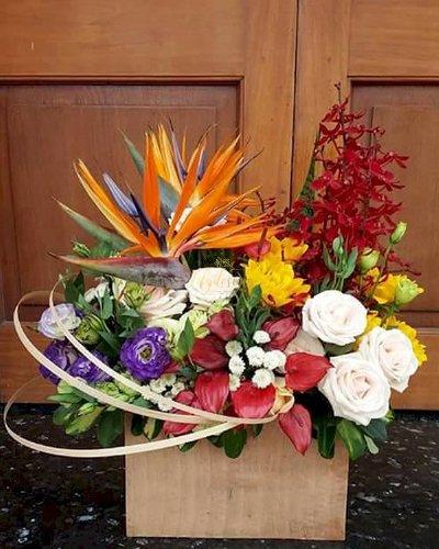 Hộp hoa tươi chúc mừng ngày công an nhân dân - LDNK157