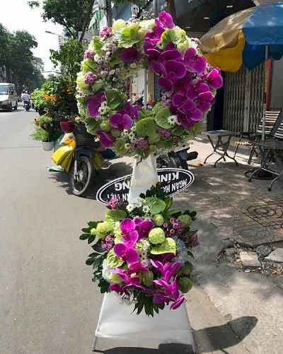 Lẵng hoa chia buồn viếng đám tang lan hồ điệp sang trọng - LDNK72