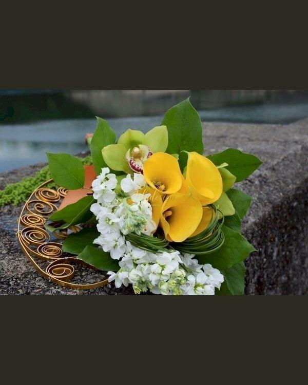 Bó hoa cưới cầm tay rum vàng - LDNK226
