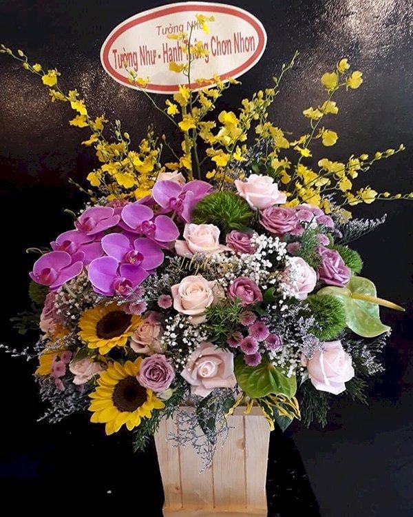 Giỏ hoa tươi đẹp tone màu tím - LDNK175